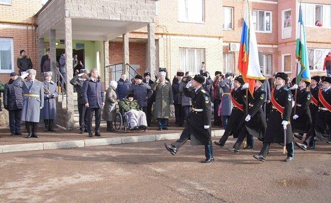 В Уфе провели парад для 102-летнего ветерана Великой Отечественной войны